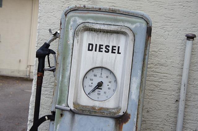 old-gas-pump-221835_640